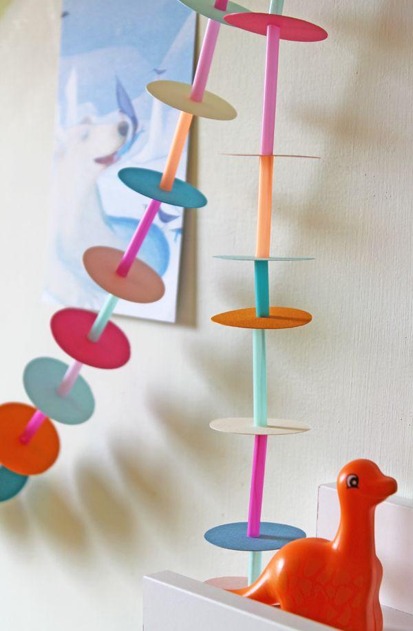 DIY Straw and Paper Garland by Ghirlanda - See More amazing DIY on FamilyFun Pinterest!