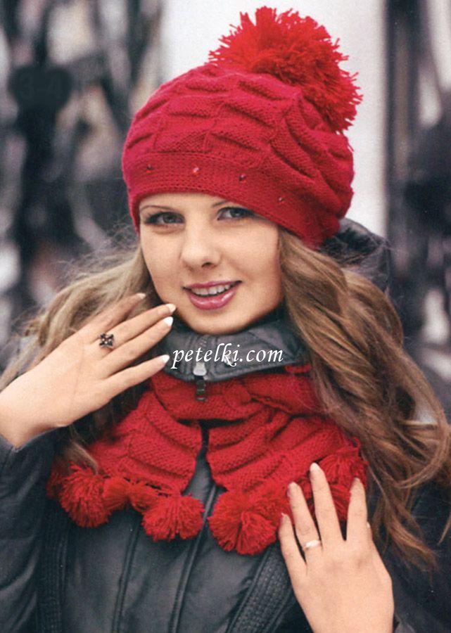 Красные шапка и шарф с узором шахматы