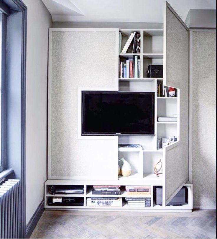 Ideias que a gente ama!  Para quem tem pouco espaço é uma ótima solução de armário camuflado! projeto @arq.paularoque  #ideias #arquitetura #saladetv #paineldetv #arquitetura #mood #ootd #olioliteam #decor #decoracao #homedecor #decorhome #homestyle