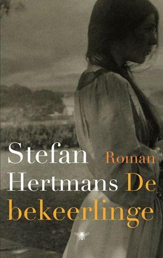 In een klein dorp in de Provence wordt sinds mensenheugenis over een pogrom en een verborgen schat gesproken. Stefan Hertmans ontdekt de sporen van een voorname christelijke jonkvrouw uit de elfde eeuw, die haar leven vergooide uit liefde voor een joodse jongen. Hij gaat letterlijk achter deze vrouw aan, die samen met haar verboden liefde op de vlucht slaat en een duizelingwekkende tocht aflegt, opgejaagd door alles en iedereen.