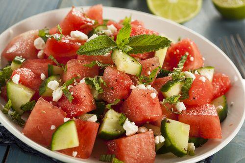 Καλοκαιρινή σαλάτα με καρπούζι, φέτα, αγγούρι και πλιγούρι