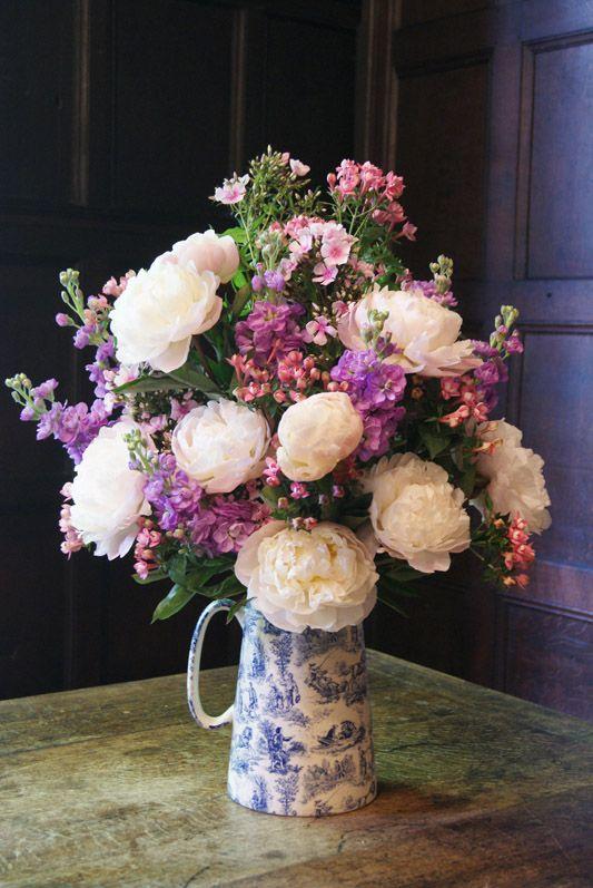Vintage English-garden wedding venue display with big blowsy peonies, sweetly-scented stocks, bouvardia and phlox. Florissimo, Shropshire