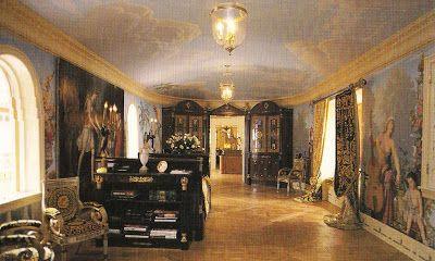 The Devoted Classicist: Versace's Casa Casuarina