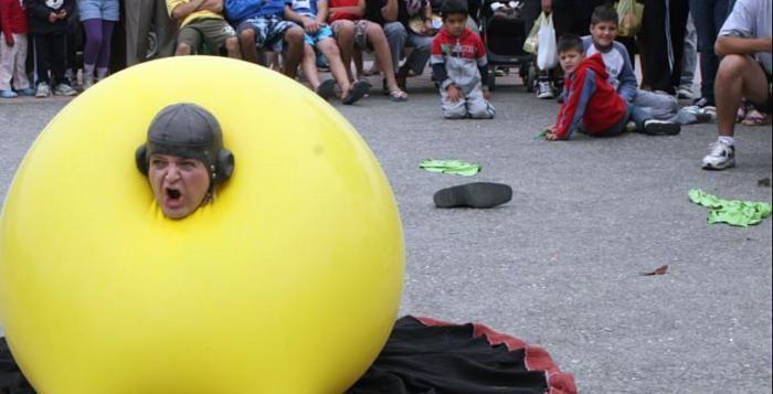 V Plzni začíná 25. ročník festivalu DIVADLO. Zajděte třeba na klauniádu k Brance