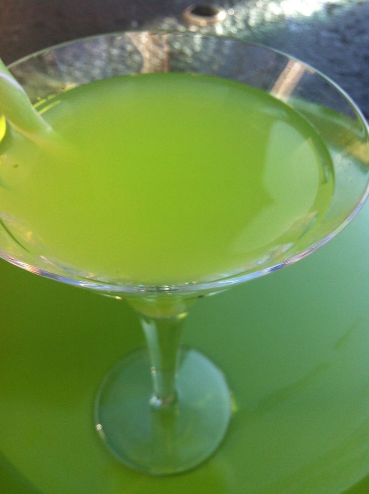 17 best images about cocktails on pinterest cocktail for Green apple mixed drinks