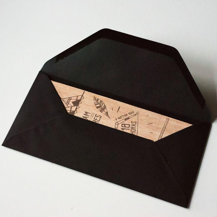 Personaliza tus invitaciones eligiendo los sobres también.