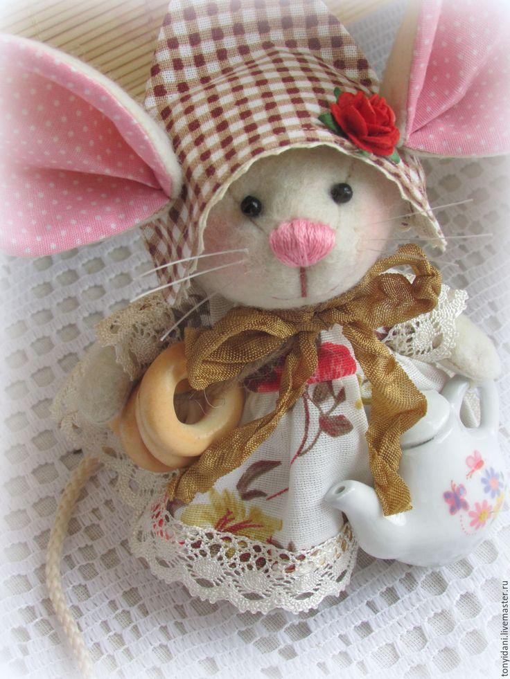 Купить Мышка - малышка с большими ушами Хозяюшка на кухне - мышка, мышка с большими ушами
