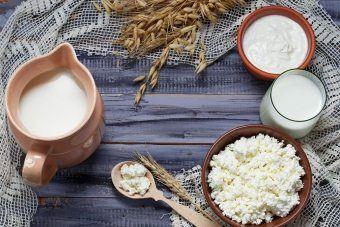 Что приготовить из прокисшего творога: рецепт печенья, сырников, запеканки и других блюд