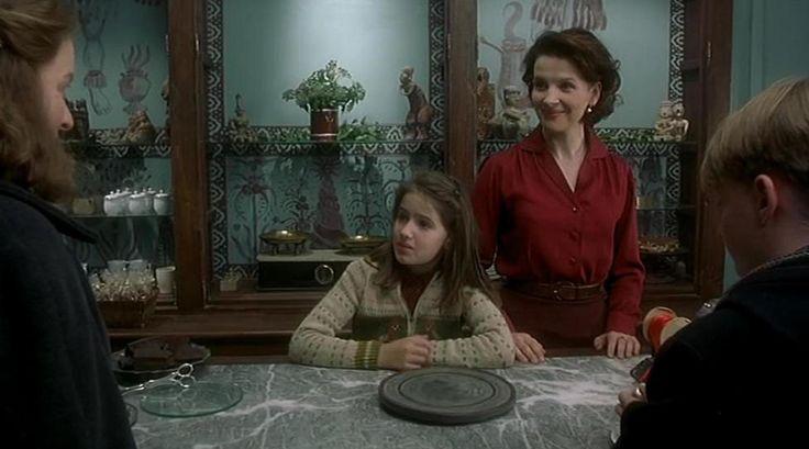 Juliette Binoche in una foto di scena tratta dal film ''Chocolat'' del regista Lasse Hallstrom, (2000) (ANSA)