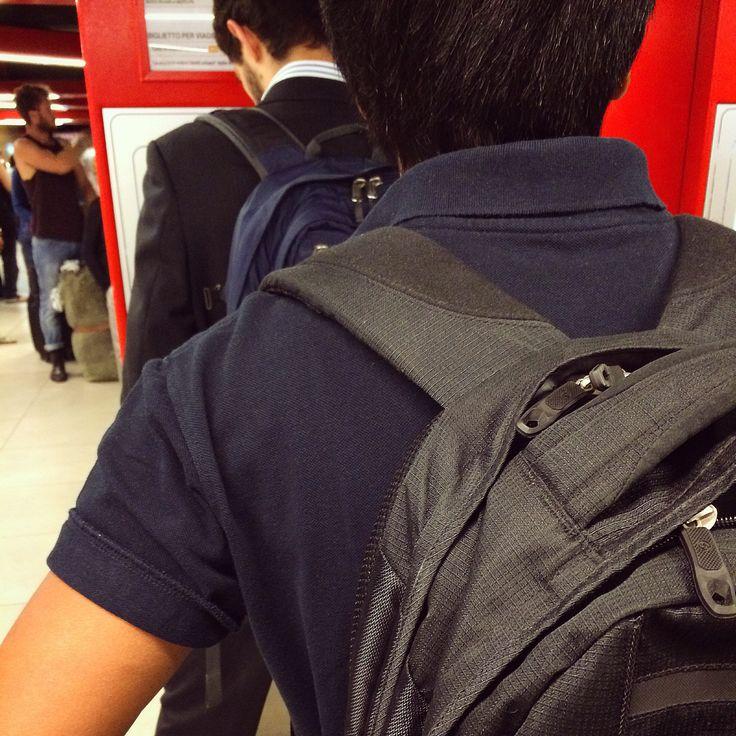 Si eres #ejecutivo #comercial y estas pensando en cambiar tu #maletín #backpack #mochila  pásate por #outletgacela #bolsosazkona #thebackpack u llévate los #last al mejor precio by #simbiosctv & #simbiosc , #nosvemosenlastiendas