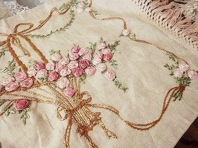 バスケット刺繍ピローケース - イギリスとフランスのアンティーク   薔薇と天使のアンティーク   Eglantyne(エグランティーヌ)