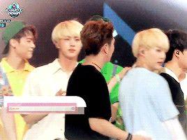 kihyun throwing confetti in suga's face xD