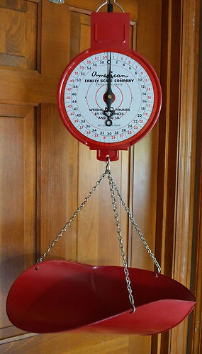 Vintage Hanging Scale Red Primitive Country Farmhouse Kitchen American  Family