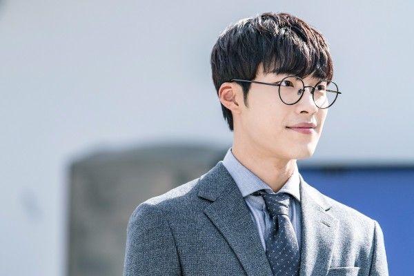 Scam artist Woo Do-hwan joins forces with Mad Dog Yoo Ji-tae » Dramabeans Korean drama recaps