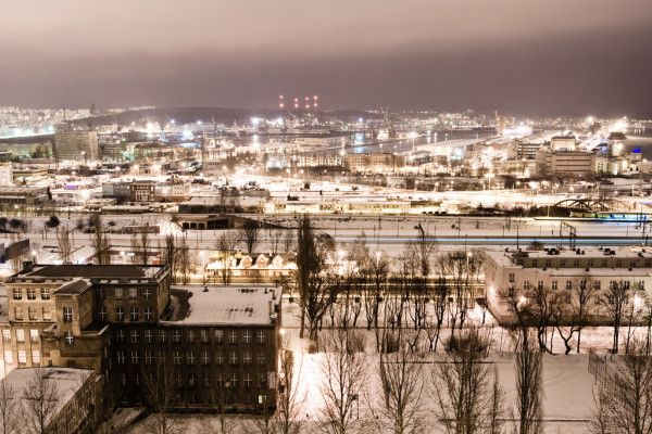 Tu zabudowa mieszkaniowa spotyka się z industrialem. Gdynia Grabówek - można kochać albo nienawidzić, wprowadzić się, albo wyprowadzić ;) Możemy pomóc!
