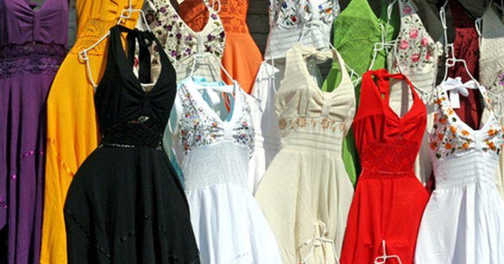 Roupas tradicionais do México. O México é um país grande com várias culturas, tradições e preferências de moda diferentes. Sua diversidade se origina principalmente das várias culturas indígenas espalhadas pelo país, muitas das quais ainda mantém as tradições dos tempos pré-Colombianos. Hoje, a maioria dos mexicanos se veste com roupas ocidentais normais, mas não é incomum ...