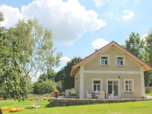 Holiday Home Borovice Milire Situated in Milíre in the Pilsen Region, this holiday home is 22 km from Mariánské Lázne. The unit is 38 km from Františkovy Lázne.  There is a private bathroom with a bath.