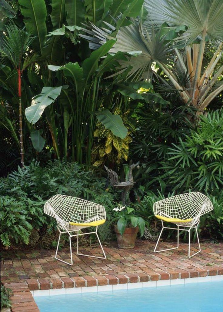 #inspiration : Une décoration rétro au bord de la piscine | Jardin couvert, Mobilier jardin ...