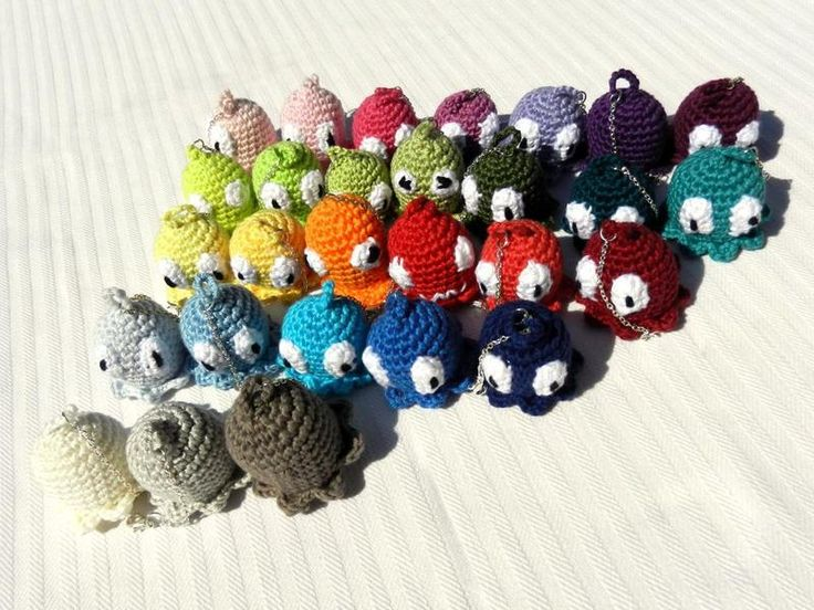 "scary gifts at DaWanda Key ring ""Ghost"" amigurumi from The Fairy tail boutique via en.dawanda.com"