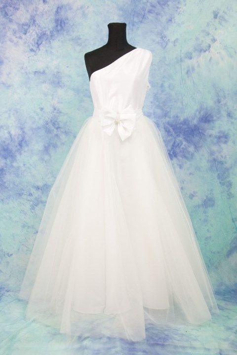 Abito da sposa con gonna in tulle , abito da sposa taffetà di seta , abiti  ,vestito sposa monospalla con tulle , abito bianco lungo di MAQUELLA su Etsy