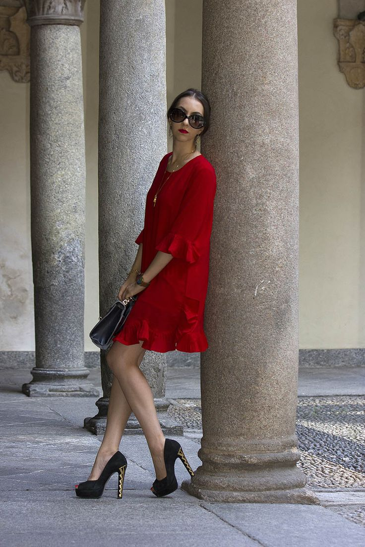 Short red dress outfit from StyleWe. Street style in Milan