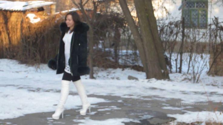 Masha - in hohen Stiefeln und hohen Absätzen im Schnee (boots + heels in...