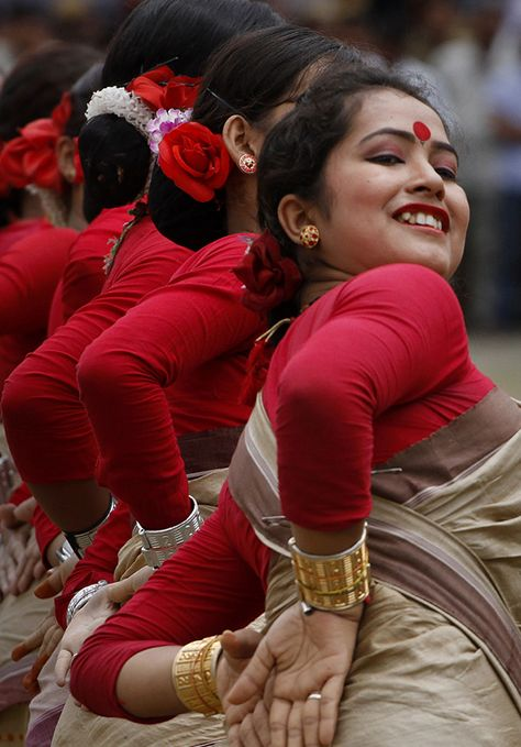 Bihu dance, Assam, India  ❉ღϠ₡ღ✻↞❁✦彡●⊱❊⊰✦❁ ڿڰۣ❁ ℓα-ℓα-ℓα вσηηє νιє ♡༺✿༻♡·✳︎· ❀‿ ❀ ·✳︎· FR Sep 16, 2016 ✨ gυяυ ✤ॐ ✧⚜✧ ❦♥⭐♢∘❃♦♡❊ нανє α ηι¢є ∂αу ❊ღ༺✿༻✨♥♫ ~*~ ♪ ♥✫❁✦⊱❊⊰●彡✦❁↠ ஜℓvஜ