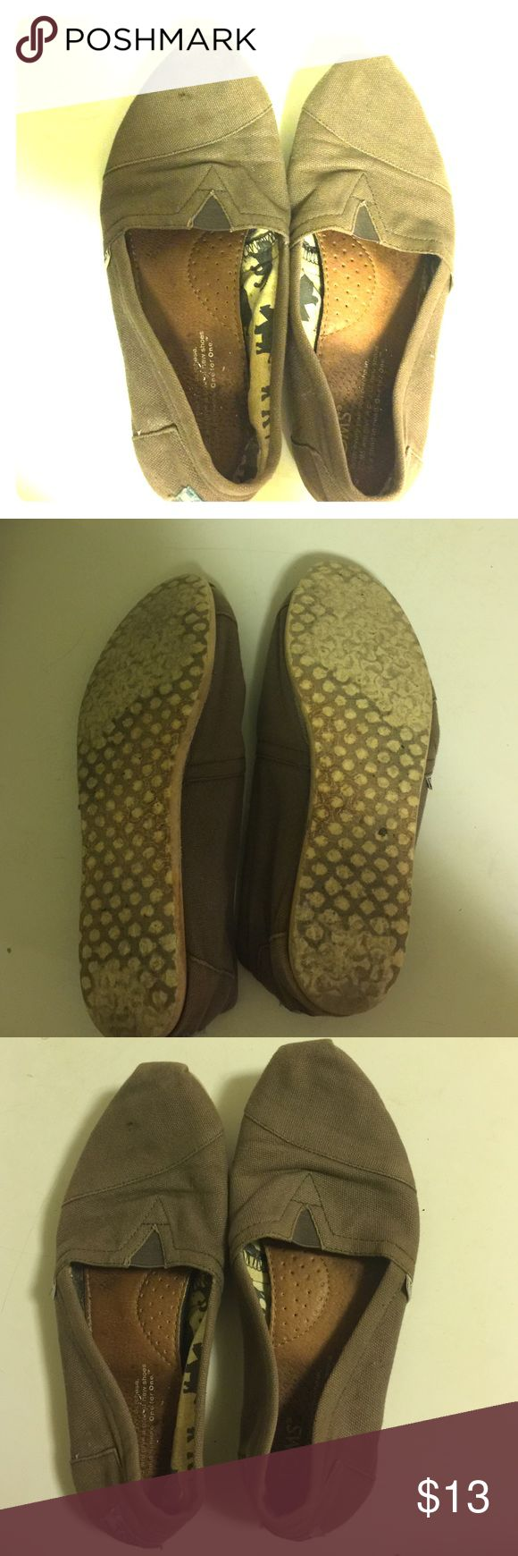Gray Toms Gray Toms. VGUC. Size 7 Women's TOMS Shoes Flats & Loafers