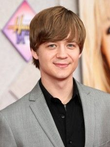 Jason Earles Hairstyle, Makeup, Suits, Shoes and Perfume - http://www.celebhairdo.com/jason-earles-hairstyle-makeup-suits-shoes-and-perfume/