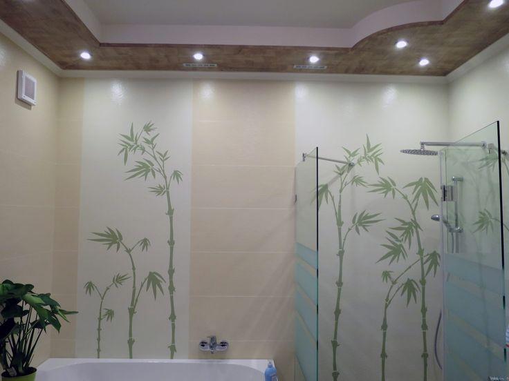 A fürdőszoba, harmonikus színvilága, fuga kialakítással, valamint a stencilezés technikájával vakolt falfelületre készült. (HARZO technológia.)