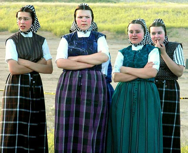 Differences Between Amish and Horse & Buggy Mennonites - YouTube