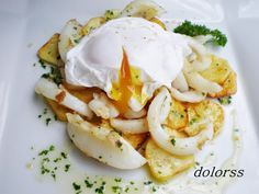 Sepia con patatas y huevo                                                                                                                                                                                 Más