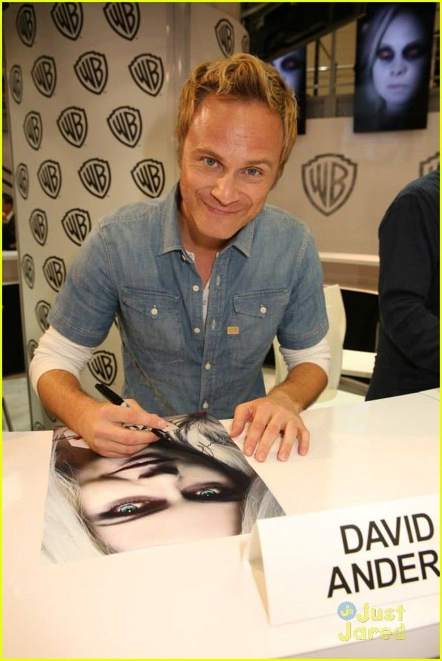 David Anders at the #iZombie Comic-Con Signing 2015