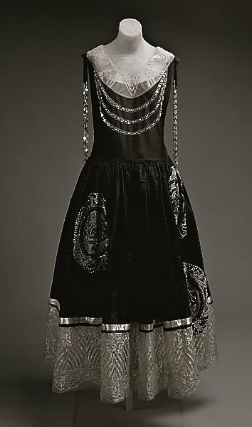 Robe de style,  House of Lanvin,Spring/summer 1924. Image © The Metropolitan Museum of Art.
