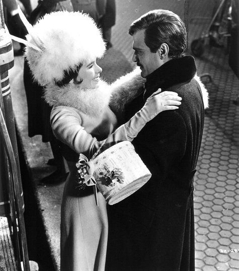 Still of Geraldine Chaplin and Omar Sharif in Doctor Zhivago