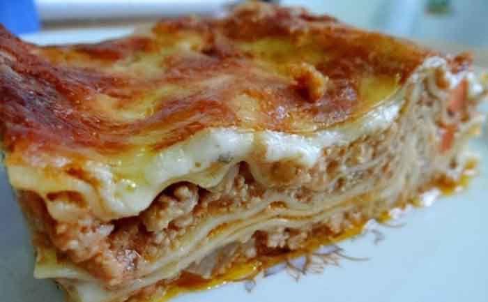 Jste fanouškem těstovin a mletého masa? Připravte si doma chutné lasagne. Výborná pochoutka.