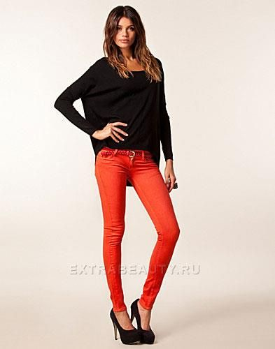 Оранжевые джинсы женские