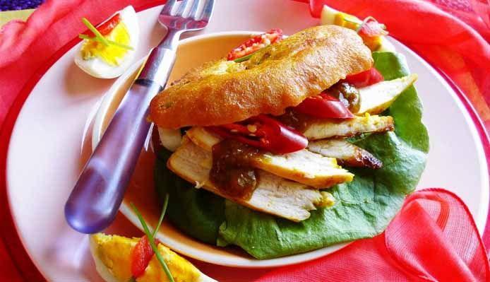 Surinaams eten – Bara (bara gevuld met kip masala) Hmmm dit is favoriet