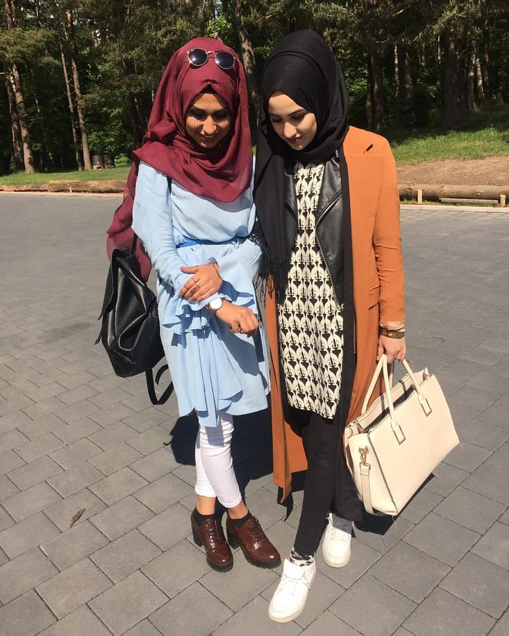 """B A H A R I C D E N I Z on Instagram: """"Canımm @asiyemx ❤️ and with @lia_fashion_beauty danke für alles #hijabchamber #chichijab #skirt #simplycovered #hijabstyle #hijabqueen #hijabfashionista #hijabblogger #fashionblogger #fashionista #muslimahfashion"""""""