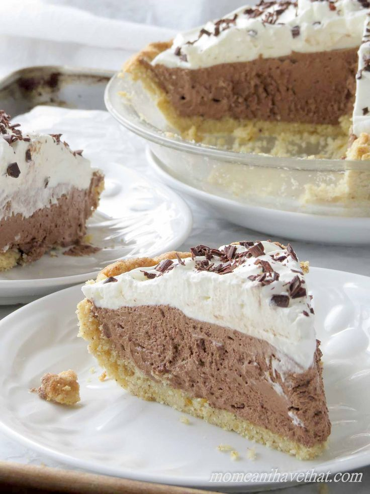 Low Carb French Silk Pie is 4 net carbs per serving. | low carb, gluten-free, keto, thm | momcanihavethat.com