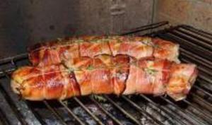 Filets mignons à la moutarde et au jambon de pays grillé au barbecue