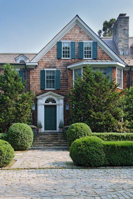 cobblestone driveway & entry