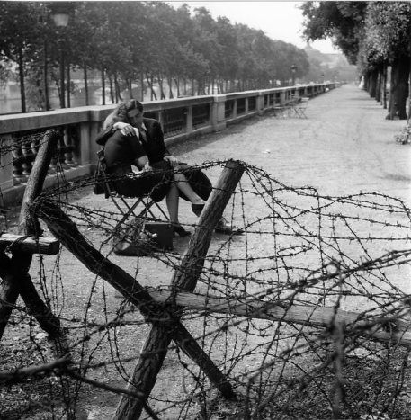 Atelier Robert Doisneau | Galeries virtuelles des photographies de Doisneau - Paris : Occupation, Libération