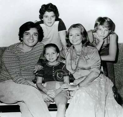 Shashi Kapoor with wife Jennifer Kendal and children, sons Kunal and Karan and daughter Sanjana. https://www.google.com.au/amp/m.rediff.com/amp/movies/interview/meet-the-shashi-kapoor-no-one-knows/20150422.htm