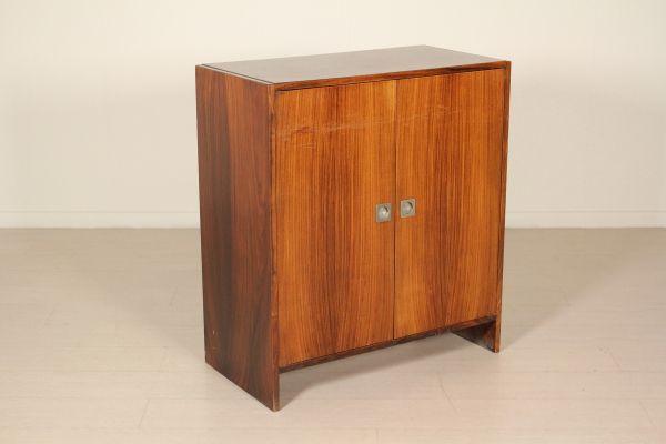 Piccolo mobile; legno impiallacciato palissandro. Buone condizioni, presenta piccoli segni di usura.