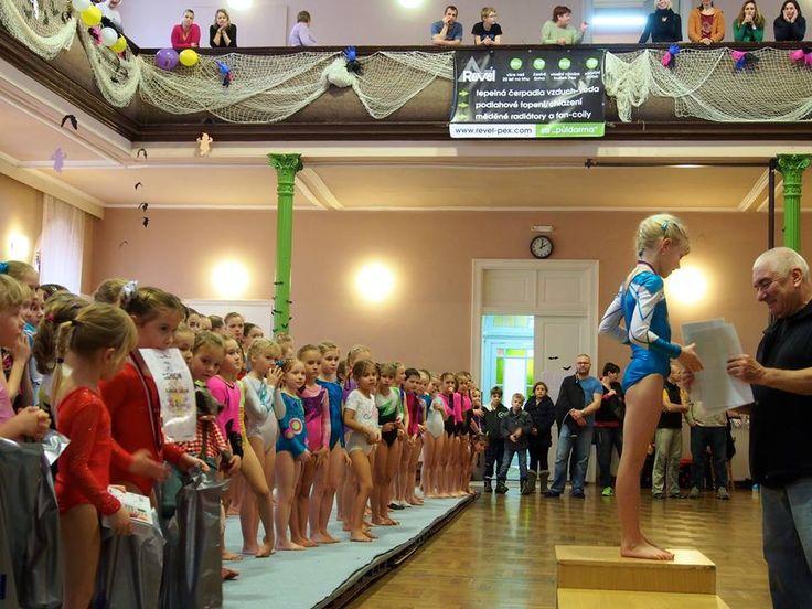 V sobotu 19.12.2015 se v příbramské sokolovně konal tradiční vánoční závod (dvojboj kladina-prostná) ve sportovní gymnastice. Gratulujeme VŠEM zúčastněným!
