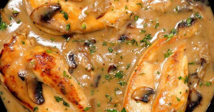 4 porții gata în 30 de minute, 1 singur vas folosit! O masă cu un gust pe care oricine îl va adora, de la mic la mare. Preîncălzește cuptorul la treaptă mare. Bate ușor puiul ca pe șnițele și taie-l cum vrei. Combină supa de pui cu usturoiul pisat și condimentele. Călește ciupercile în 1 …