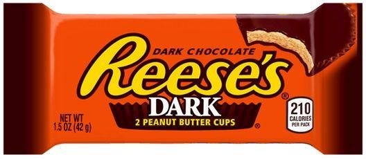 Reese's Dark Peanut Butter Cups... Φυστικοβούτυρο με επικάλυψη μαύρης σοκολάτας. Εντονο δελεαστικό άρωμα κακάο με φυστικοβούτυρο μαζί. Πολύ νόστιμη μαύρη σοκολάτα, όχι πολύ πικρή, ελαφρώς γλυκιά σε συνδιασμό με ελαφρώς αλμυρό φυστικοβούτυρο. Πολύ καλής ποιότητας κακάο παρόλο που είναι ευρείας κατανάλωσης εταιρεία. Ενας αποπλανητικός και ο πιο ταιριαστός συνδιασμός που μαγεύει ακόμα και αυτούς που δεν αρέσει η μαύρη σοκολάτα.