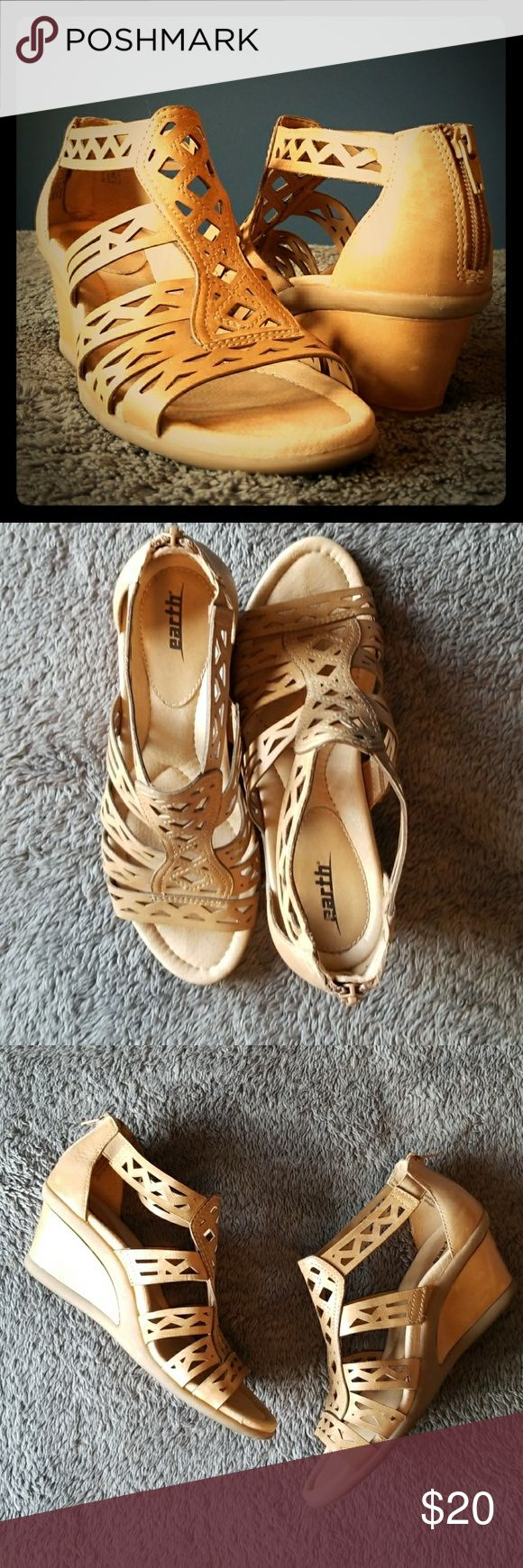 Earth wedges // Fun! Fun! Fun! Earth wedges. Good condition. No tears or stains. Bottoms are in great condition. They clean up well. Earth Shoes Wedges