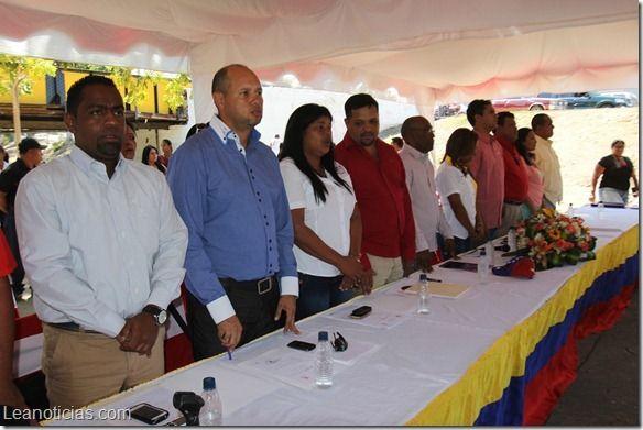 Ediles del municipio Simón Bolívar discutieron la expropiación de terreno para un nuevo terminal terrestre - http://www.leanoticias.com/2014/02/19/ediles-del-municipio-simon-bolivar-discutieron-la-expropiacion-de-terreno-para-un-nuevo-terminal-terrestre/